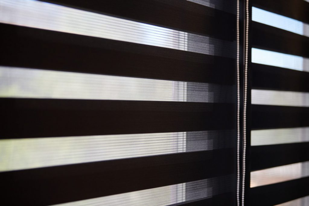 Top 5 Signs That It's Time To Replace Your Window Treatments - Suzy Renovator